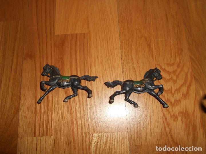 Figuras de Goma y PVC: CABALLO EN GOMA REAMSA Y GOMARSA ROMANOS CABALLO COLOR NEGRO CUADRIGA BEN HUR AÑOS 60 - Foto 2 - 95600467
