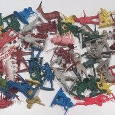 Figuras de Goma y PVC: LOTE DE FIGURAS DE PLASTICO , SOLDADOS , INDIOS Y VAQUEROS. Lote 95822771
