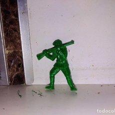 Figuras de Goma y PVC: SOLDADO DUNKIN VERDE . Lote 95862195