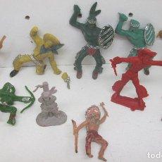 Figuras de Goma y PVC: LOTE FIGURAS PLÁSTICO INDIOS Y VAQUEROS. Lote 95906846