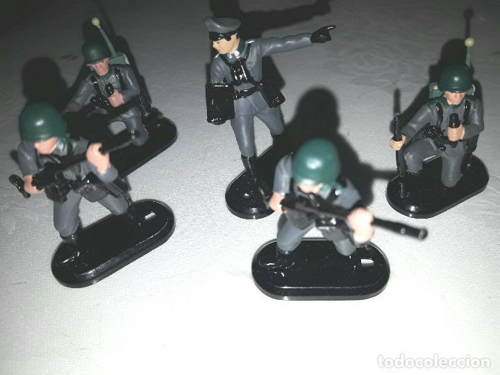 LOTE DE 5 SOLDADOS ALEMANES BRITAINS MARCAJE 1971 (Juguetes - Figuras de Goma y Pvc - Britains)