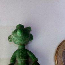 Figuras de Goma y PVC: FIGURA TIPO DUNKIN, BOTONES SACARINO COLOR VERDE. Lote 96987563