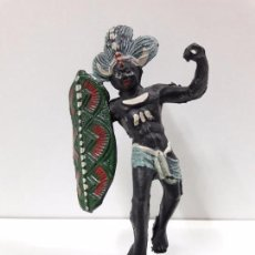 Figuras de Goma y PVC: GUERRERO AFRICANO NEGRO . REALIZADO POR ARCLA . AÑOS 50 EN GOMA. Lote 97236435