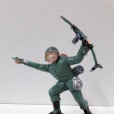 Figuras de Goma y PVC: SOLDADO ALEMAN . REALIZADO POR PECH / OLIVER . AÑOS 60 EN PLASTICO. Lote 97614999