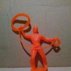 Figuras de Goma y PVC: INDIOS Y VAQUEROS COMANSI -VAQUERO A ESTRENAR AÑOS 70*. Lote 97815299