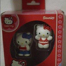 Figuras de Goma y PVC: HELLO KITTY SANRIO 2 FIGURAS PVC BULLYLAND PRECIOSAS NUEVAS EN SU CAJA ORIGINAL. Lote 98027343