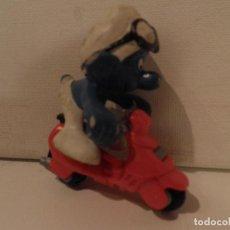 Figuras de Goma y PVC: PITUFO MOTORISTA - SCHLEICH - PEYO 78 (AÑO 1978) - ALTO 5 CM., CON MOTO. Lote 98028055