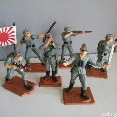 Figuras de Goma y PVC: SOLDADOS JAPONESES, CREADOS POR PECH AÑOS '50 Y REEDITADOS POR OLIVER, SOLDADO ABANDERADO, OFICIAL. Lote 97983978