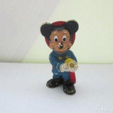 Figuras de Goma y PVC: ANTIGUA FIGURA DE MICKEY MOUSE VESTIDO DE BOMBERO. ORIGINAL DE DISNEY . Lote 98202119