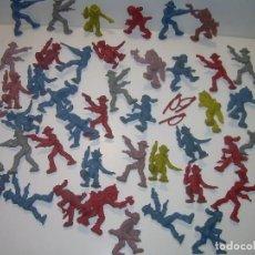 Figuras de Goma y PVC: LOTE DE 43 INDIOS Y VAQUEROS.. Lote 98347495