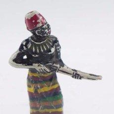 Figuras de Goma y PVC: ANTIGUO PORTEADOR AFRICANO NEGRO EN GOMA DE PECH HERMANOS, AÑOS 50. MIDE UNOS 7 CMS.. Lote 98541815