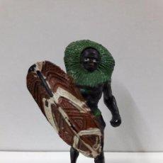 Figuras de Goma y PVC: GUERRERO AFRICANO NEGRO . REALIZADO POR ARCLA . AÑOS 50 EN GOMA. Lote 98669443