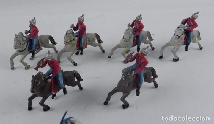 Figuras de Goma y PVC: 7 FIGURAS DE ESCOLTAS DEL GENERALISIMO, CABALLERIA REALIZADA POR TEIXIDO. AÑOS 50. EN GOMA. - Foto 6 - 98821215