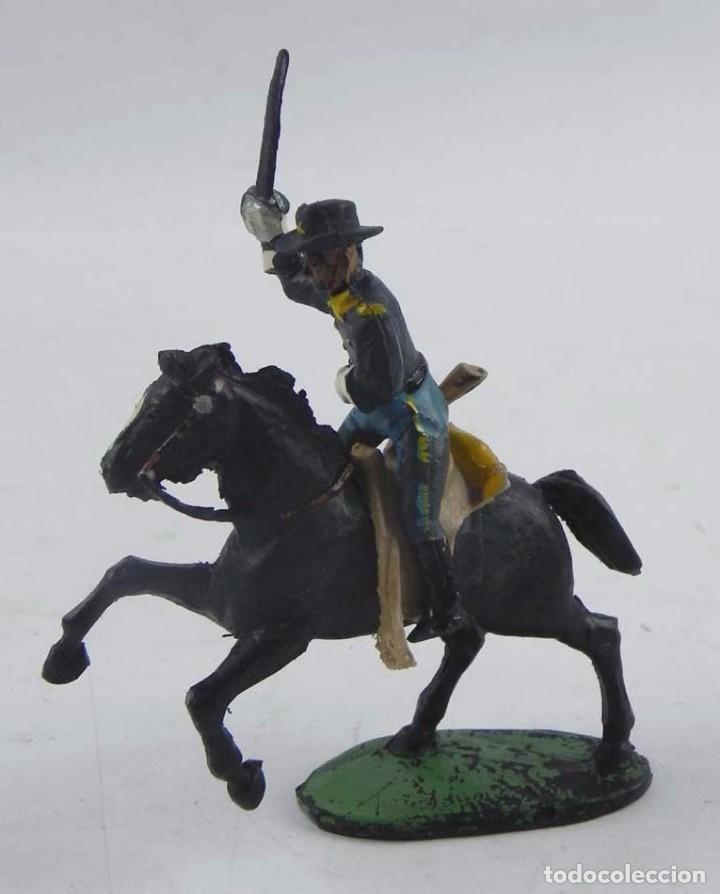 Figuras de Goma y PVC: Figura de Oficial del 7º de caballeria de las marca Aster, años 50. - Foto 2 - 98828659