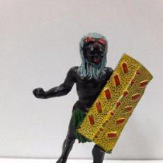 Figuras de Goma y PVC: GUERRERO AFRICANO NEGRO . REALIZADO POR ARCLA . AÑOS 50 EN GOMA. Lote 98971075