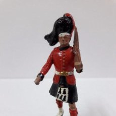 Figuras de Goma y PVC: SOLDADO ESCOCES EN DESFILE . REALIZADO POR BRITAINS .. Lote 99080023
