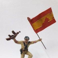 Figuras de Goma y PVC: SOLDADO ESPAÑOL ABANDERADO . REALIZADO POR PECH . AÑOS 60. Lote 99244511