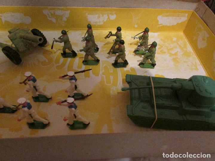 Figuras de Goma y PVC: caja COMANDOS Soldados SOTORRES (años 60) - Foto 3 - 99319239