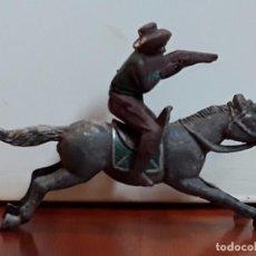 Figuras de Goma y PVC: VAQUERO CON CABALLO DEL OESTE GOMA HERMANOS PECH AÑOS 50. Lote 99352467