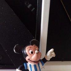 Figuras de Goma y PVC: ANTIGUA FIGURA PVC DE MICKEY MOUSE FUTBOLISTA. FUTBOL.. Lote 99513291