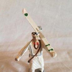 Figuras de Goma y PVC: FIGURA EN GOMA DE ESQUIADOR REAMSA/GOMARSA NUEVA SIN USO. Lote 99757411
