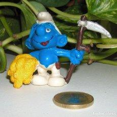 Figuras de Goma y PVC: PITUFO SEGADOR DE LA MARCA SCHLEICH MADE IN GERMANY AÑO 1981 BUEN ESTADO. Lote 99838279