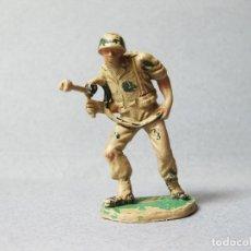 Figuras de Goma y PVC: FIGURA DE PLÁSTICO DE UN SOLDADO PECH CON LANZALLAMAS. Lote 100022179