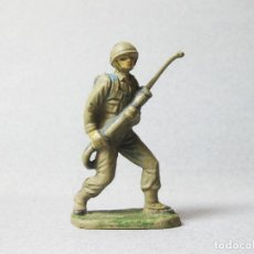 Figuras de Goma y PVC: FIGURA DE PLÁSTICO DE UN SOLDADO JECSAN CON LANZALLAMAS - II GUERRA MUNDIAL. Lote 100022823