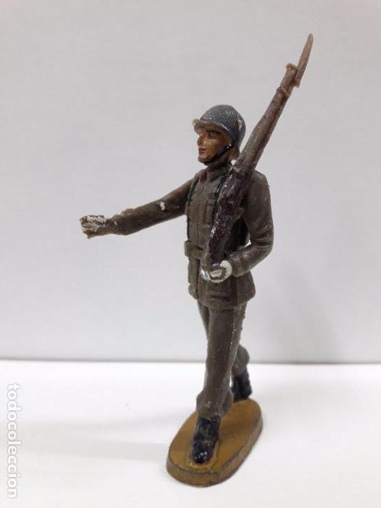 Figuras de Goma y PVC: SOLDADO ESPAÑOL EN DESFILE . REALIZADO POR TEIXIDO . AÑOS 60 - Foto 2 - 100418711