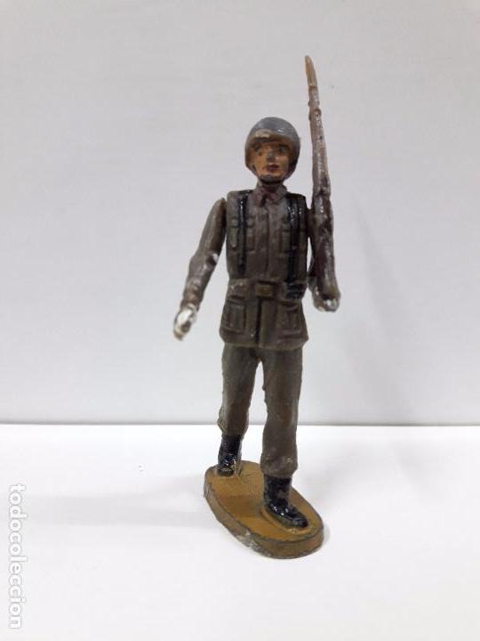 Figuras de Goma y PVC: SOLDADO ESPAÑOL EN DESFILE . REALIZADO POR TEIXIDO . AÑOS 60 - Foto 3 - 100418711