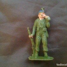 Figuras de Goma y PVC: FIGURA ANTIGUA SOLDADO CASCOS AZULES CON RADIO. Lote 100541903