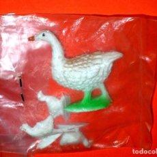 Figuras de Goma y PVC: CONJUNTO AVES PATO Y CRÍAS, PLÁSTICO, PECH / OLIVER MADE IN SPAIN, ORIGINAL AÑOS 60.. Lote 176457503