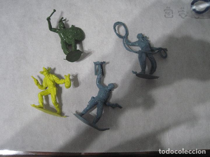 MONTAPLEX-LOTE DE INDIOS Y VAQUEROS-AÑOS 70-80 (Juguetes - Figuras de Goma y Pvc - Montaplex)