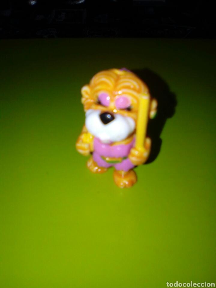 LEON KINDER PALO EN MANO (Juguetes - Figuras de Gomas y Pvc - Kinder)