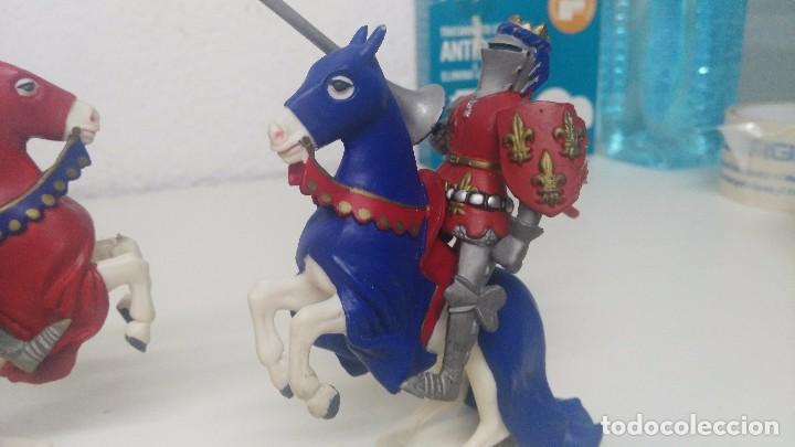 Figuras de Goma y PVC: antiguas figuras de medievales luchando caballeros - Foto 2 - 103323595