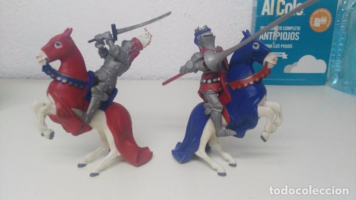 Figuras de Goma y PVC: antiguas figuras de medievales luchando caballeros - Foto 4 - 103323595