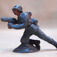 Figuras de Goma y PVC: FIGURA DE PLASTICO, SOLDADO ALEMAN, PECH HERMANOS, 1970S. Lote 103368679