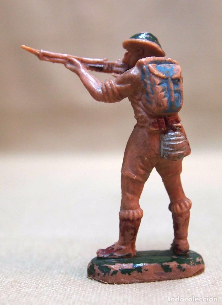 Figuras de Goma y PVC: FIGURA DE PLASTICO, SOLDADO INGLES, PECH HERMANOS, 1970s - Foto 2 - 103368907