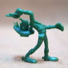 Figuras de Goma y PVC: FIGURA DE PLASTICO, PREMIUM DUNKIN, LUCKY LUKE, TITO EN LA BASE, 70S. Lote 103378823