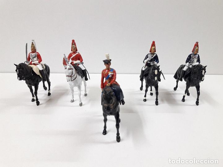 DESFILE A CABALLO DE LA GUARDIA INGLESA CON DAMA . REALIZADO POR BRITAINS (Juguetes - Figuras de Goma y Pvc - Britains)
