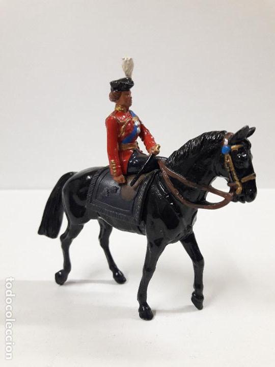 Figuras de Goma y PVC: DESFILE A CABALLO DE LA GUARDIA INGLESA CON DAMA . REALIZADO POR BRITAINS - Foto 3 - 103849719