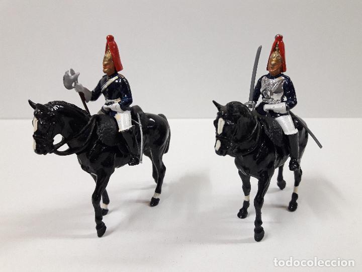 Figuras de Goma y PVC: DESFILE A CABALLO DE LA GUARDIA INGLESA CON DAMA . REALIZADO POR BRITAINS - Foto 4 - 103849719