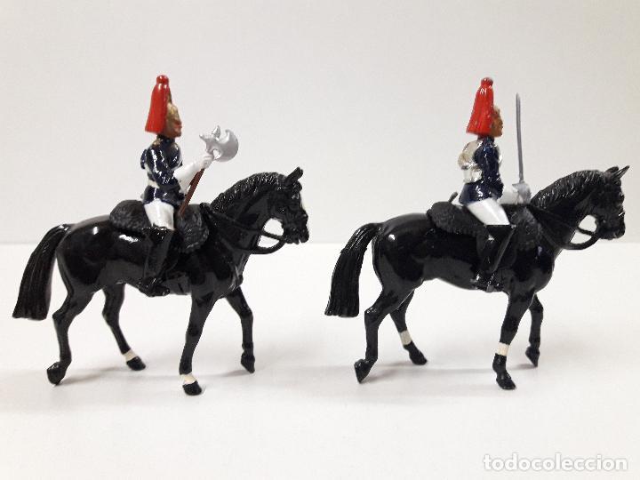 Figuras de Goma y PVC: DESFILE A CABALLO DE LA GUARDIA INGLESA CON DAMA . REALIZADO POR BRITAINS - Foto 5 - 103849719