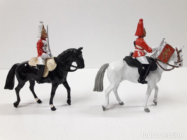 Figuras de Goma y PVC: DESFILE A CABALLO DE LA GUARDIA INGLESA CON DAMA . REALIZADO POR BRITAINS - Foto 7 - 103849719