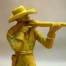 Figuras de Goma y PVC: FIGURA DE PLASTICO, VAQUERO, COW BOY, PIPERO, 10 CM, 1970S. Lote 104054743