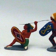Figuras de Goma y PVC: 4 INDIOS CON ARMAS PECH GOMA MISMA SERIE AÑOS 50. Lote 104059755