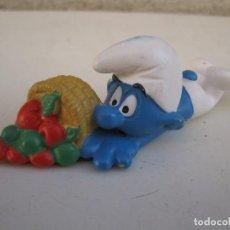Figuras de Goma y PVC: PITUFO CON CESTA DE FRUTA - FIGURA DE PVC - PEYO - SCHLEICH.. Lote 104186227