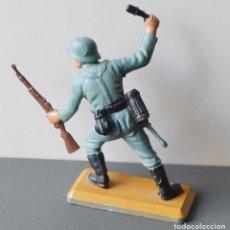Figuras de Goma y PVC: SOLDADO ALEMAN CON GRANADA Y FUSIL - DEETAIL - BRITAINS LTD - 1971 - BASE DE METAL. Lote 104633711