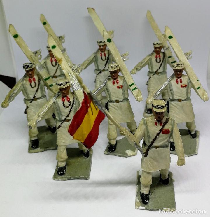 Figuras de Goma y PVC: ANTIGUAS 8 FIGURAS DE GOMA DE REAMSA GOMARSA SOLDIS - SERIE DESFILE TROPA DE MONTAÑA - AÑOS 60 - CAZ - Foto 5 - 204322827