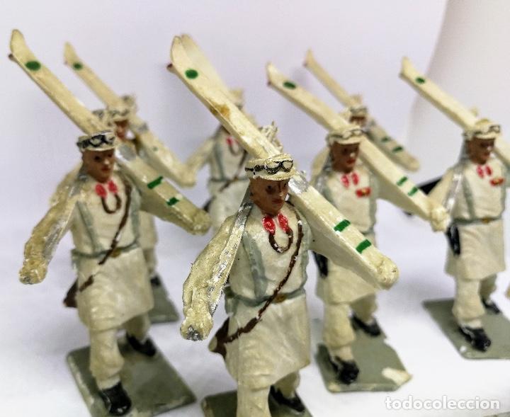 Figuras de Goma y PVC: ANTIGUAS 8 FIGURAS DE GOMA DE REAMSA GOMARSA SOLDIS - SERIE DESFILE TROPA DE MONTAÑA - AÑOS 60 - CAZ - Foto 2 - 204322827